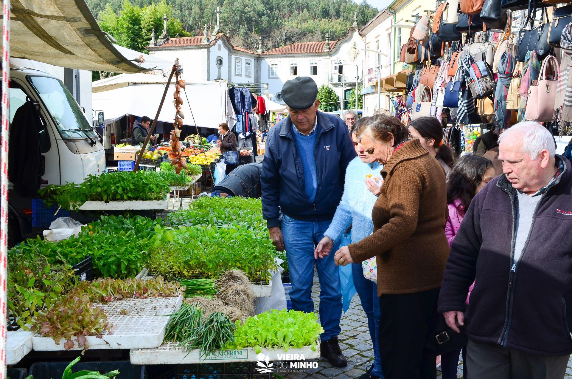 Feira Semanal e Feira de Velharias