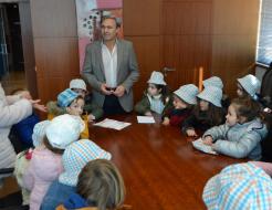 Galeria de Fotos - António Cardoso recebeu alunos do pré -escolar da Escola Básica Domingos de Abreu
