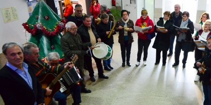 Grupo de Cavaquinhos da Universidade Sénior cantou janeiras na Câmara Municipal